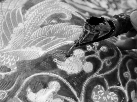 Ultah ke-90, Mickey Mouse Muncul di Batik Iwan Tirta
