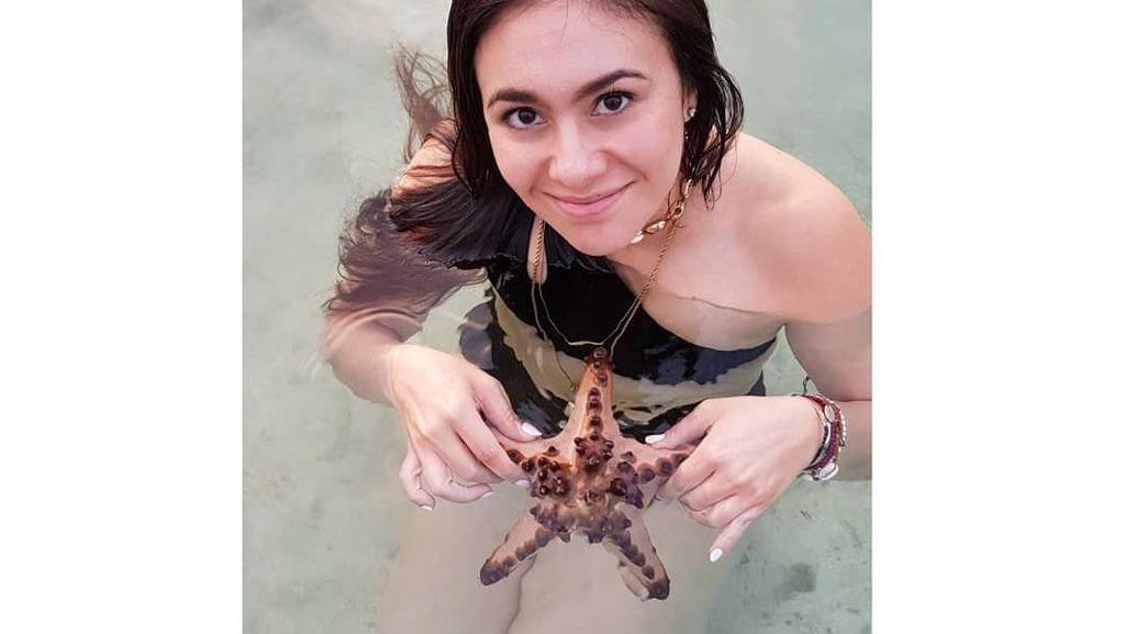 Foto: Wulan Guritno dan Angkat-angkat Bintang Laut