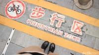 Di Guangzhou bahkan ada kawasan bebas kendaraan bermotor, salah satunya adalah Beijing Road. Pejalan kaki pasti suka di sini (Andini/detikTravel)