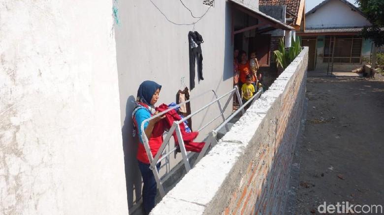 Kasihan, Akses Rumah Khotijah di Jombang Ditutup Pagar Tetangga