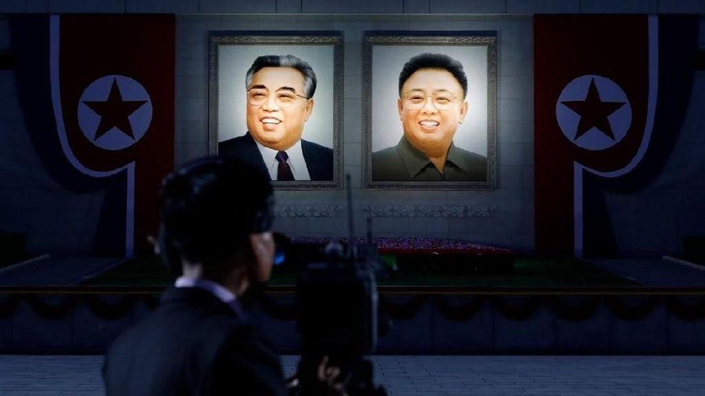Foto: Korea Utara dan Senyuman Kim Jong-il