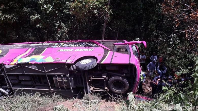 Bus SMK PGRI 1 Karanganyar Terjun ke Jurang, 4 Korban Rawat Inap