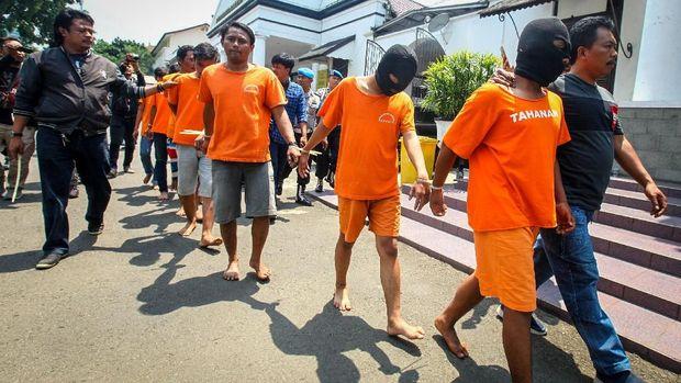 Para tersangak penganiayaan Haringga, di Polrestabes Bandung, Jawa Barat, Senin (24/9).