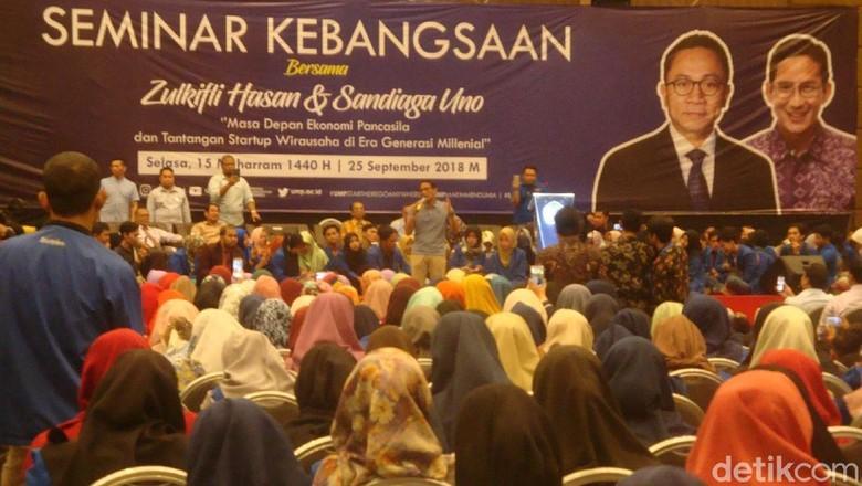 Zulhas Disoraki Mahasiswa Saat Menyebut Prabowo-Sandi di Seminar