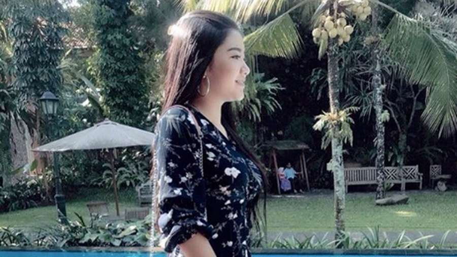 Aura Kasih Makin Seksi, Luna Maya Foto Bareng Sundel Bolong
