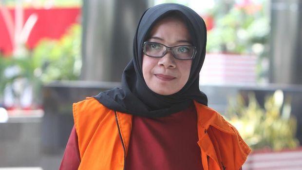 Mantan Wakil Ketua Komisi VII DPR Eni Maulani Saragih, di gedung KPK, Jakarta, Senin (24/9).