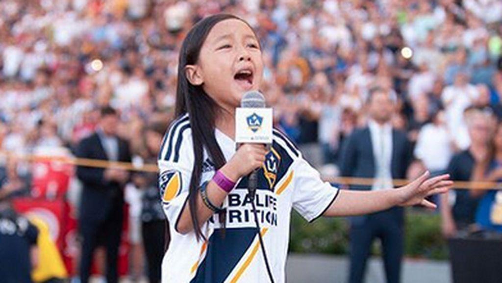 Terpukau Suara Malea, Ibrahimovic Jadikan Penyanyi Cilik Indonesia Itu MVP