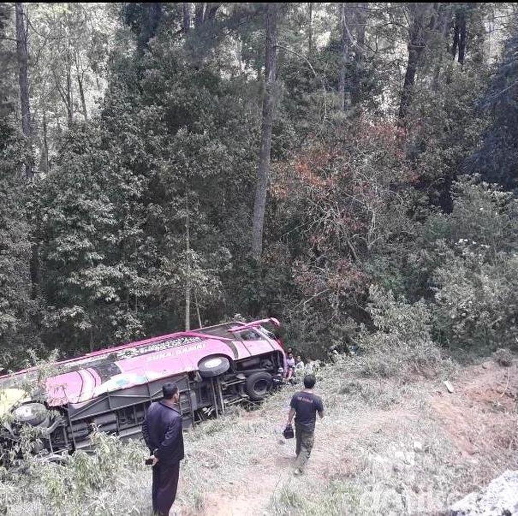 Bus SMK PGRI 1 Karanganyar Terjun ke Jurang, 1 Orang Tewas