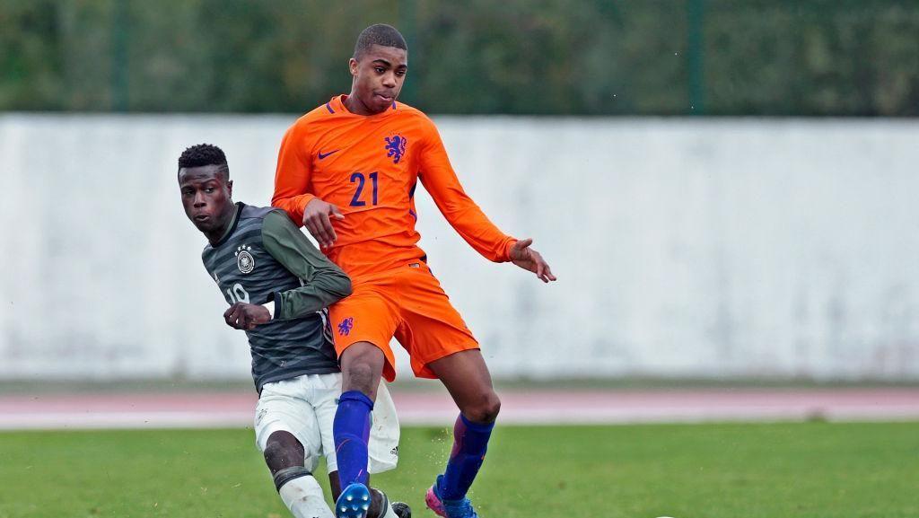 Myron Boadu (striker) dari AZ punya rating rata-rata 66 dan potensi pertambahan rating 19 poin (jadi 85).(Foto: Ricardo Nascimento/Getty Images)