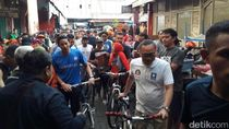Sandiaga dan Zulhas Bersepeda Blusukan ke Pasar Wage Purwokerto