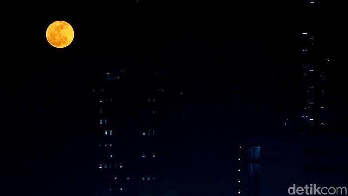 Sebuah kota di China punya rencana ambisius: meluncurkan Bulan tiruan untuk mengganti peran lampu jalan di sana. Foto: Muhammad Ridho
