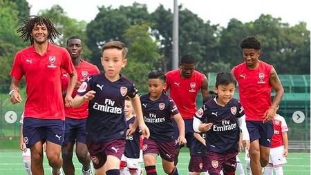 Keceriaan Anak-anak Main Bareng Pesekbola Arsenal