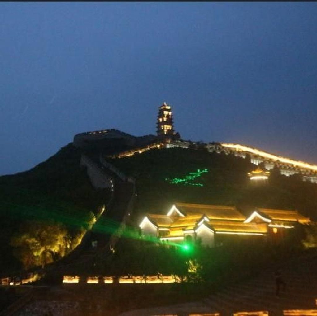 Saat Tembok Besar China Menyala