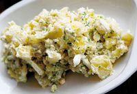Punya Stok Kentang? Yuk, Bikin Salad Kentang dengan 5 Cara Mudah Ini!