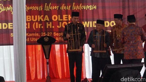Presiden Jokowi menghadiri Pembukaan Muktamar Himpunan Mahasiswa Persatuan Islam IX (Hima Persis).