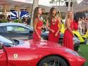 Gaya Cewek Bule Mejeng di Depan Ferrari Cs