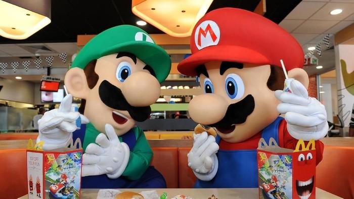 Mario dan Luigi, ikon Nintendo, boleh jadi akan tampil dalam lebih banyak game mobile di masa depan. (Foto: Bob Riha, Jr./Nintendo of America via Getty Images)