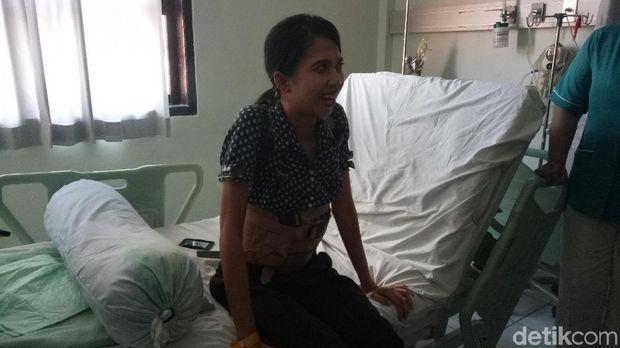 Febi menyadari punggungnya melengkung karena skoliosis sejak duduk di bangku SMP.