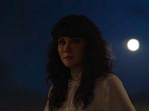 Tampil Sebagai Suzzanna, Luna Maya Ditangani Makeup Artist Film Hollywood