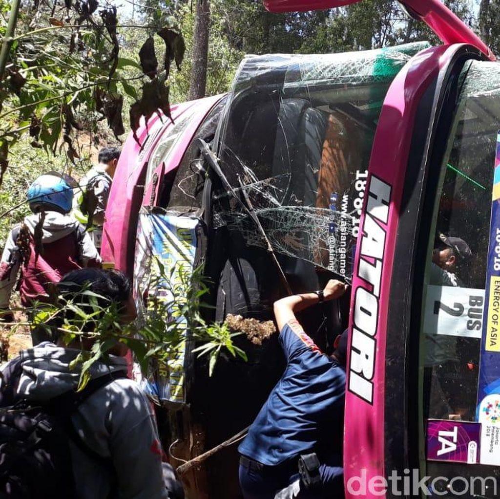Takbir Terdengar Saat Bus SMK PGRI 1 Karanganyar Terjun ke Jurang