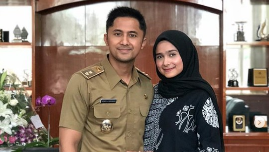 Hengky Kurniawan Ngantor Bawa Istri dan Anak, Netizen Sewot