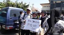 Tenaga Honorer K2 di Brebes Berunjuk Rasa Protes Syarat Umur CPNS