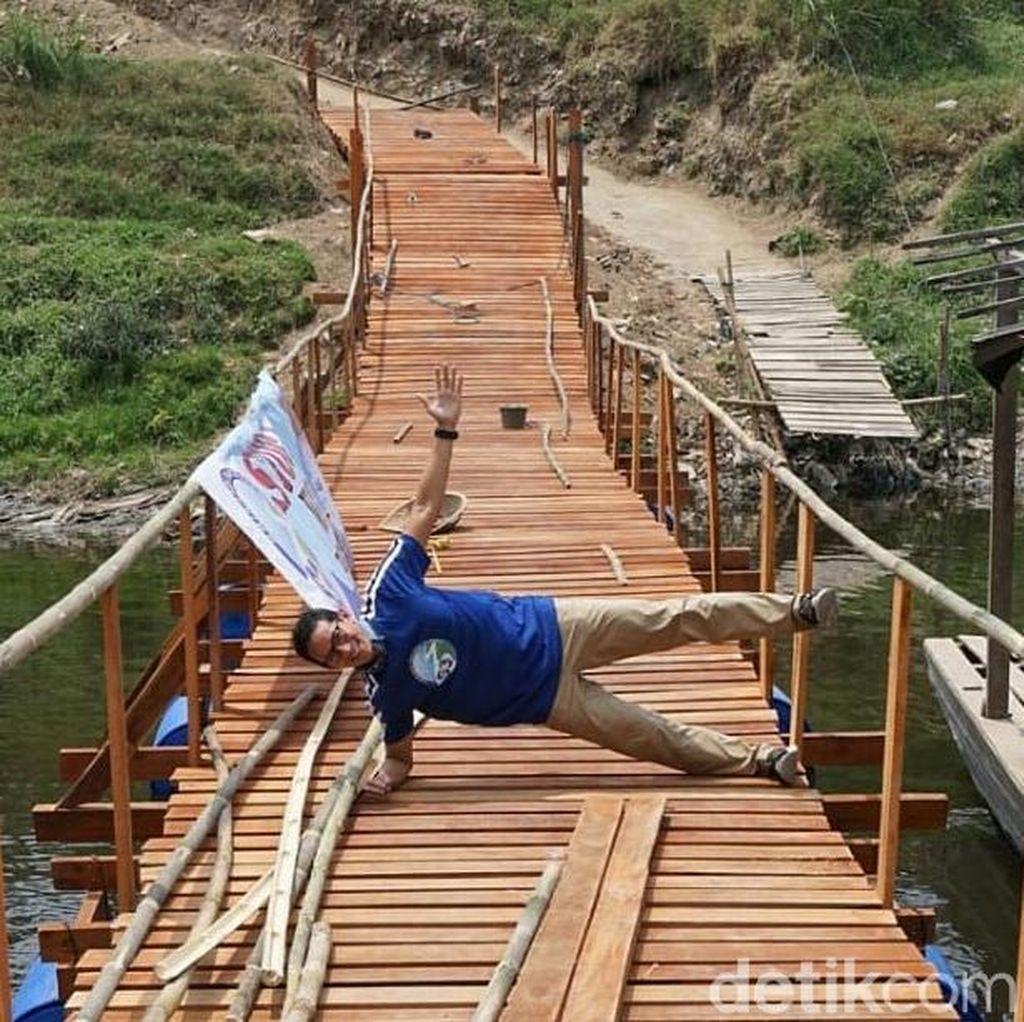 Sandiaga Sempat Olahraga saat Tinjau Sungai Cileungsi