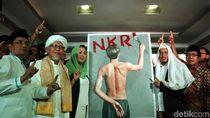 Usai Deklarasi Dukungan, Yenny Wahid Pamer Lukisan Jokowi