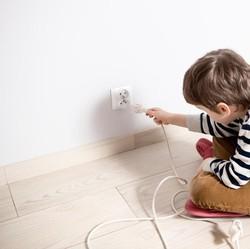 5 Langkah Mudah Mencegah Anak Tersetrum Listrik