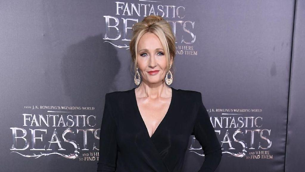 JK Rowling Sebut Novel Cormoran Strike Ke-5 Hampir Rampung