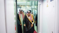 Raja Salman Resmikan Pengoperasian Kereta Cepat Mekah-Madinah