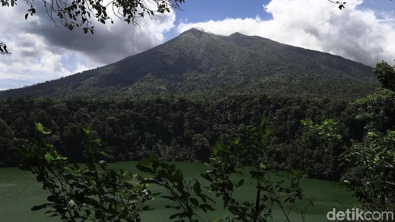 Gunung Karangetang Sulut Erupsi, Keluarkan Guguran Lava