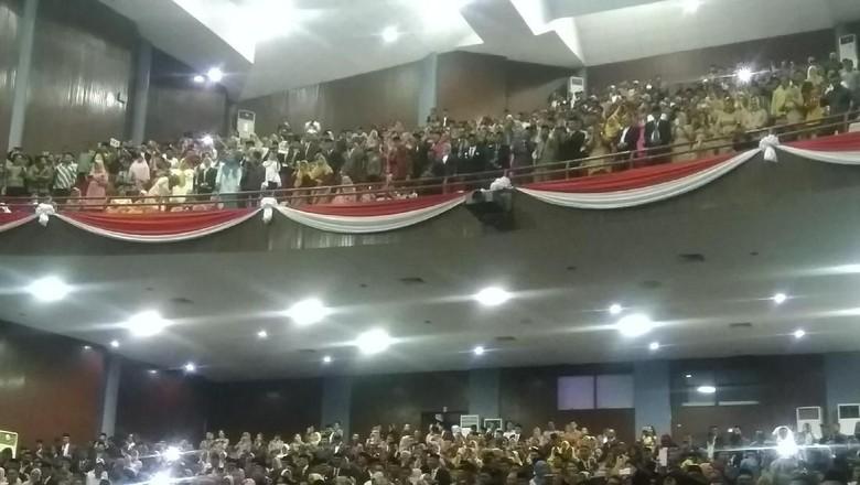 Gubernur Nurdin Lantik Bupati di Kampus Unhas Biar Ngirit Anggaran