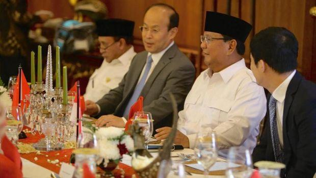 Sebelum bertemu Clark, Prabowo juga sudah menerima kunjungan Dubes China untuk Indonesia Xiao Qian, di Hambalang, Rabu (26/9/2018).