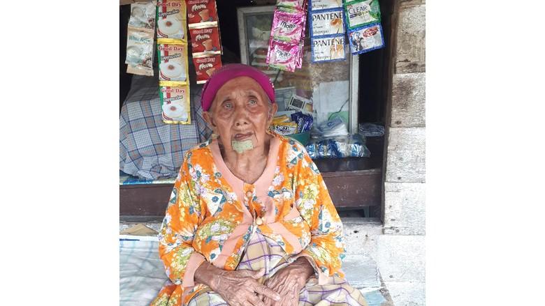 Kenalkan Nenek Sumiati yang Diyakini Berusia 105 Tahun