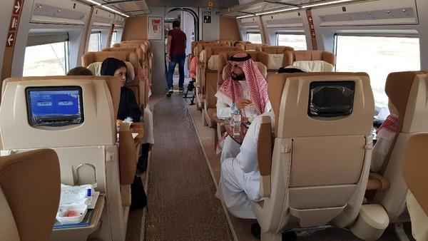 Masyarakat bisa memesan kursi kereta cepat untuk perjalanan dari Mekah menuju Madinah dan sebaliknya dengan pemberhentian di King Abdulaziz International Airport, Jeddah, dan King Abdullah Economic City di dekat Rabigh.