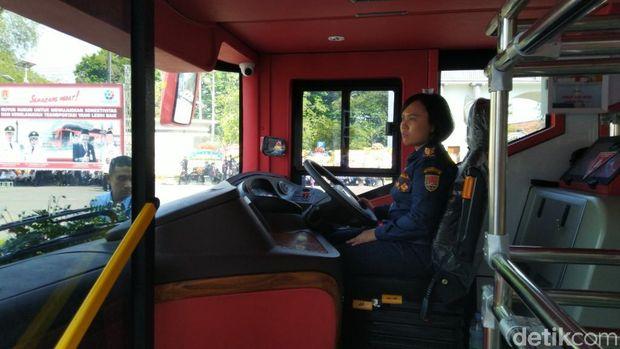 Si Denok, bus tingkat wisata Kota Semarang.