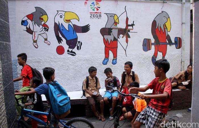 Mural yang digambar itu sebagian besar adalah Hewan Elang Bondol untuk mempromosikan Asian Para Games 2018.