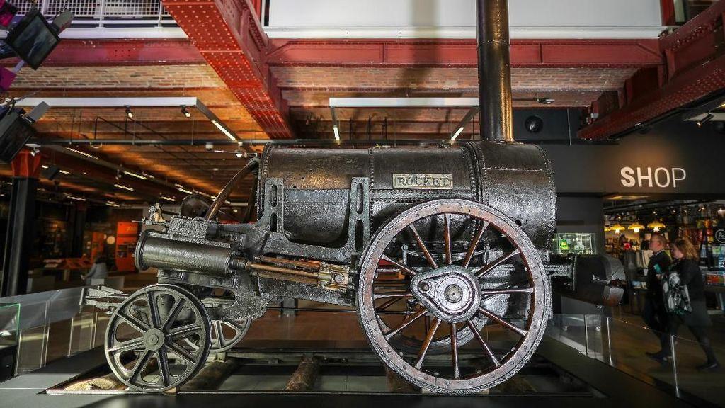 Menengok Lokomotif Bersejarah Stephensons Rocket di Museum Manchester