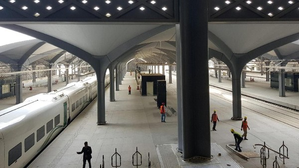 Kereta cepat ini mulai diresmikan Senin, 1 Oktober 2018 lalu. Arab Saudi membangun proyek kereta cepat ini senilai USD 6,7 miliar dan dapat mengangkut 60 juta penumpang setiap tahun. Arab Saudi juga berharap kereta cepat ini melonggarkan lalu lintas bagi para umat yang beribadah.