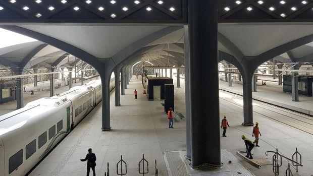 Kereta Cepat Haramain Rail Line yang menyambungkan Mekah-Madinah resmi beroperasi. Seperti apa bentuknya? Yuk! lihat.