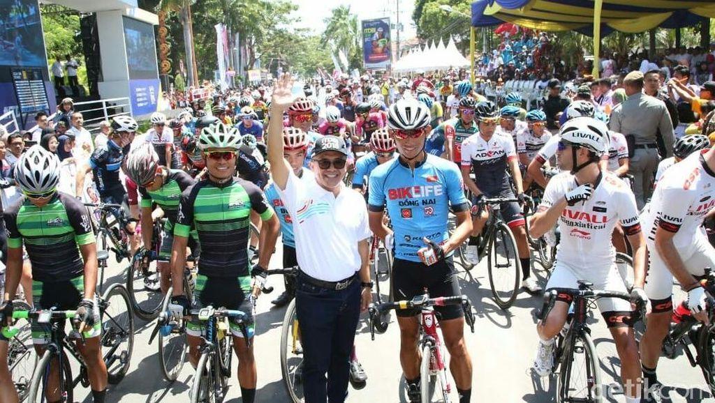 Pebalap Tempuh Jarak 153,1 Km di Etape Pertama Tour De Banyuwangi Ijen