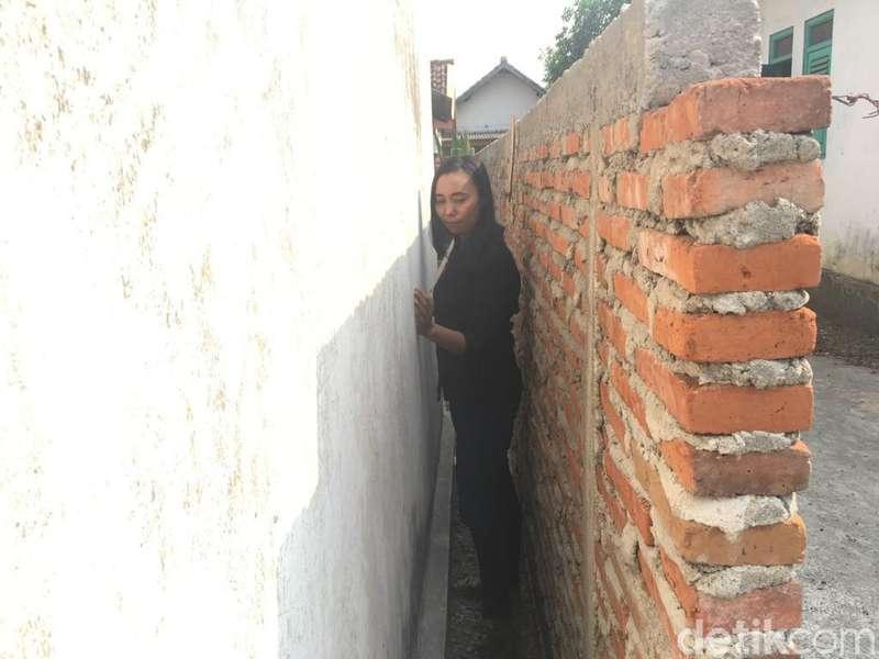 Rumahnya Diblokade Pagar, Khotijah Gugat Seger di Pengadilan