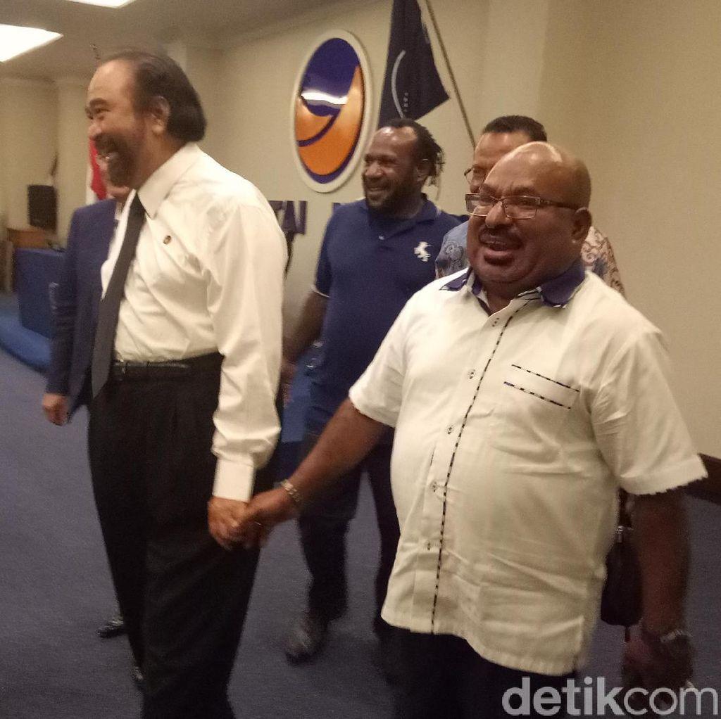 Temui Paloh, Lukas Sebut Seluruh Kepala Daerah Papua Dukung Jokowi