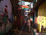 Kampung Kumuh di Cirebon Ini Disulap Warganya Jadi Warna-Warni