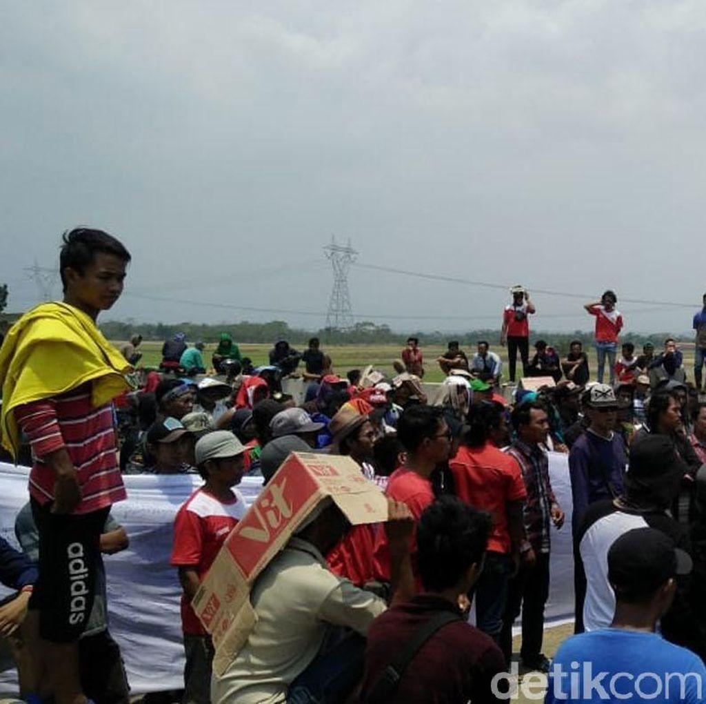 Jalan Desa Rusak, Ratusan Warga Pemalang Geruduk Proyek Tol