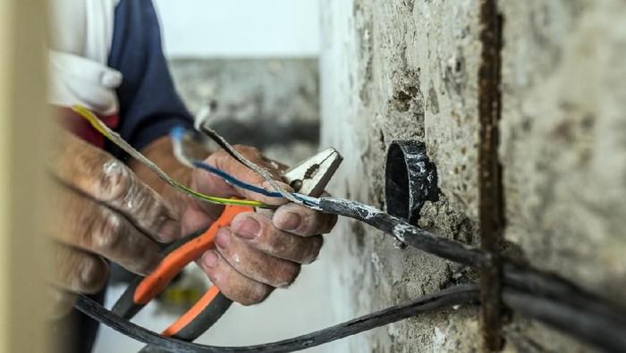 Aliran listrik ternyata bisa dimanfaatkan untuk pengobatan. Foto: iStock