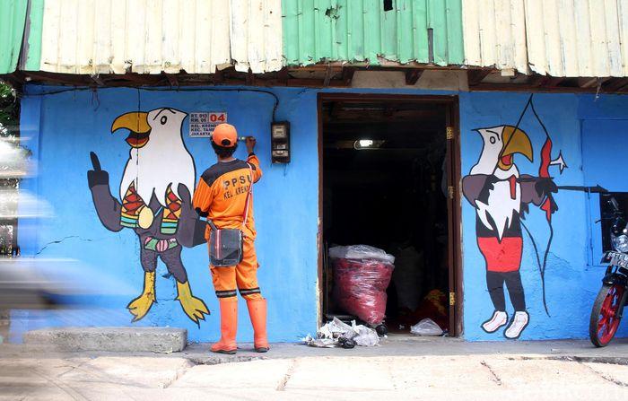 Sedikitnya ada 4 petugas PPSU yang menyulap kampung di wilayah Krendang itu menjadi lebih berwarna.