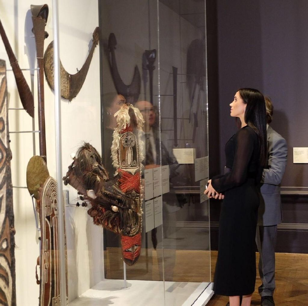 Melihat Pameran Seni Ocenia yang Dikunjungi Megan Markle