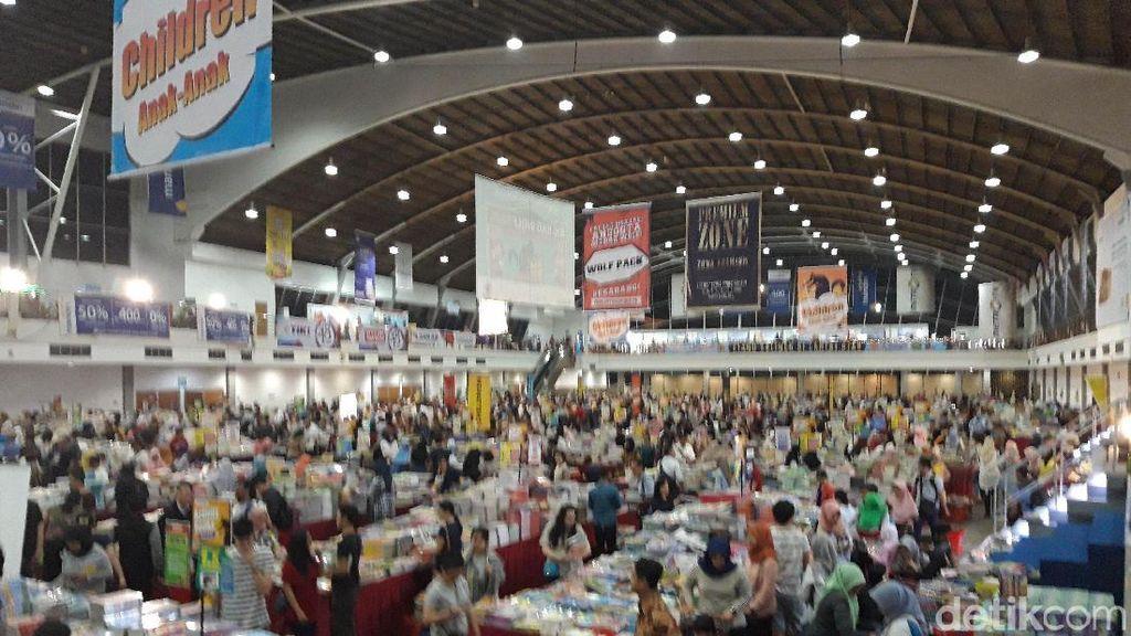 Bazar Buku Terbesar di Surabaya Resmi Dibuka
